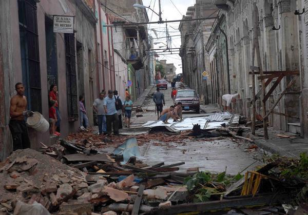 EL HURACAN SANDY CAUSA DESTROZOS A SU PASO POR SANTIAGO DE CUBA Sand710