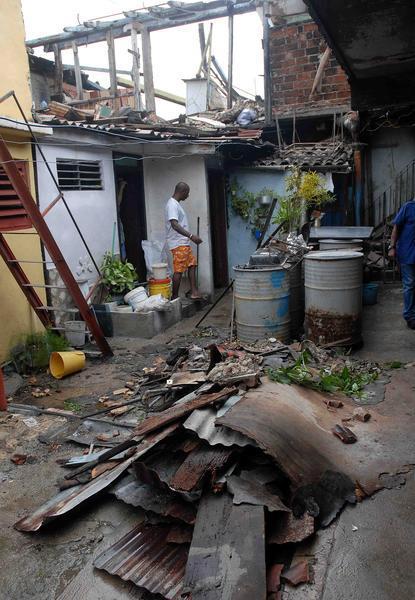 EL HURACAN SANDY CAUSA DESTROZOS A SU PASO POR SANTIAGO DE CUBA Sand810