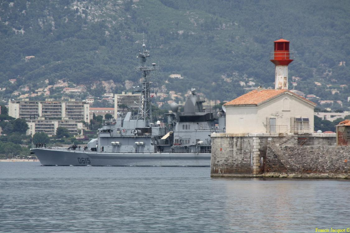 [LES PORTS MILITAIRES DE MÉTROPOLE] Mouvements de Bâtiments dans la rade de Toulon - Page 2 Img_6910