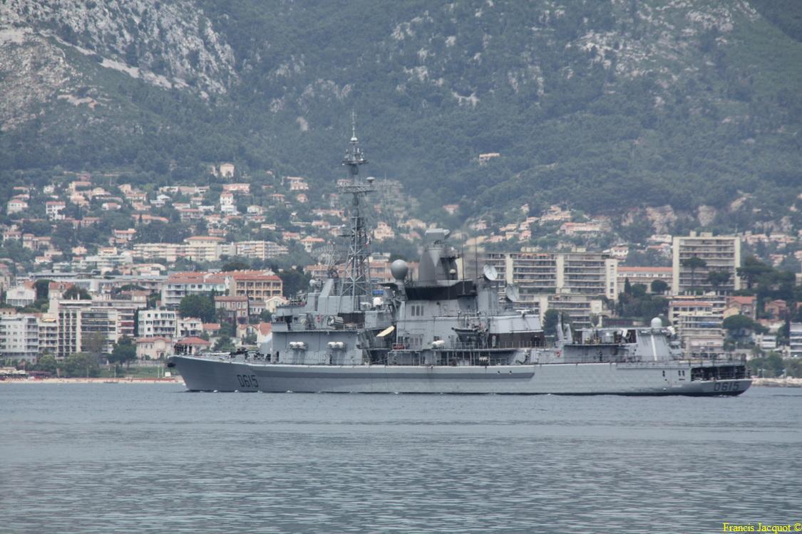 [LES PORTS MILITAIRES DE MÉTROPOLE] Mouvements de Bâtiments dans la rade de Toulon - Page 2 Img_6911