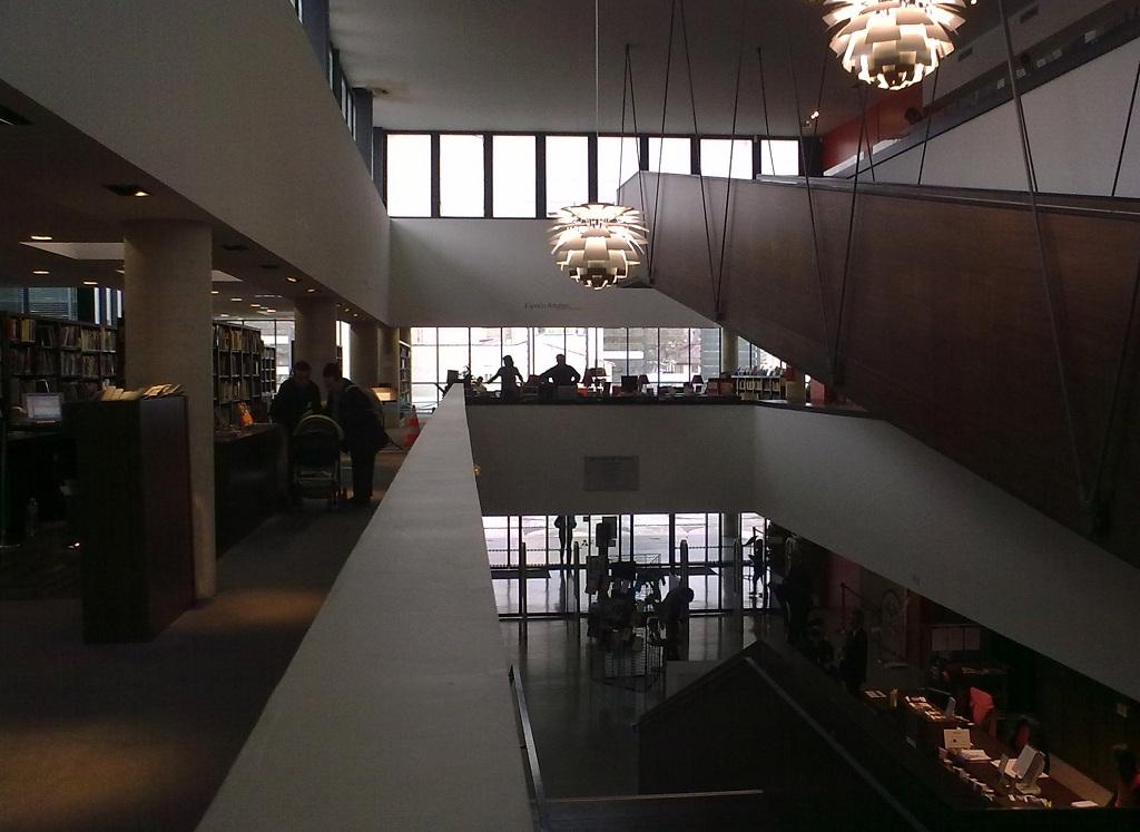 Les bibliothèques et leurs lecteurs. - Page 3 2012-117