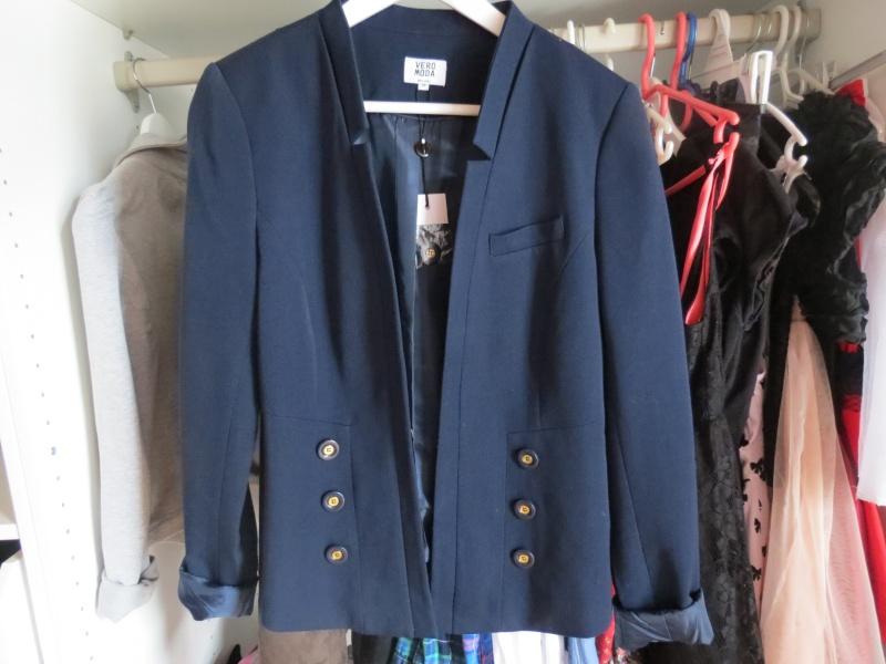Bluue has cookies in her dressing ! :3 Img_1216
