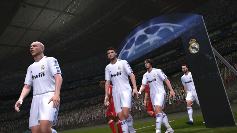 [FINALE] Real Madrid - Liverpool Pes21011