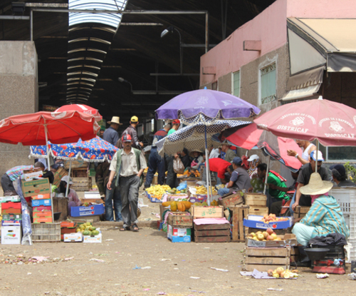 Marchés de gros des fruits et légumes Un marché en chambardement en attente de sauvetage  Marche13
