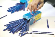 Contrefaçon Les faux stylos Reynolds inondent le marché P6_6610
