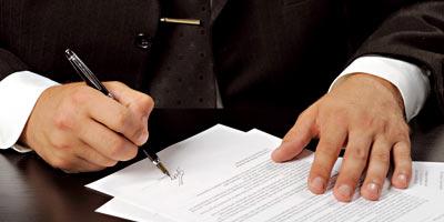 Contracter un crédit ? Ces clauses que vous devrez surveiller de près Signer10