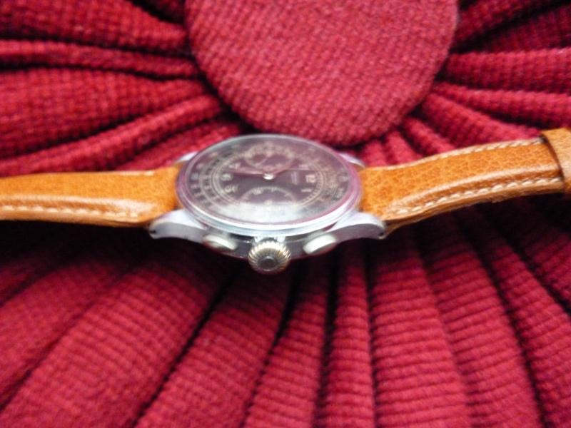 Berthoud Chronographe allias Universal Genève, calibre 385, voici mon cadeau de Noël! Bertho13