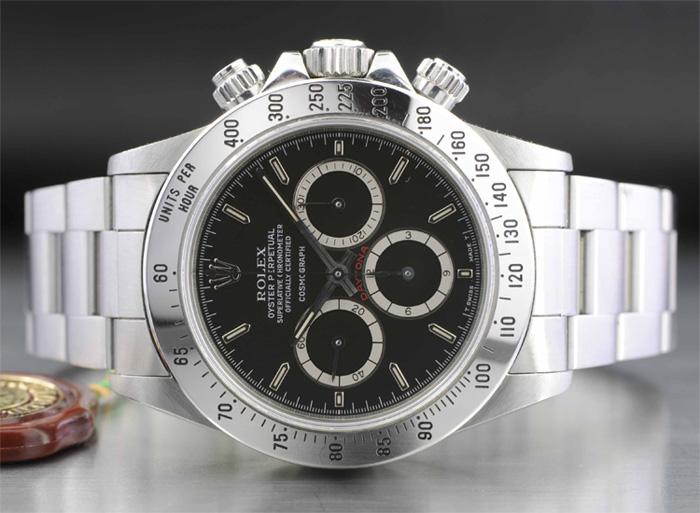 Passage au crible de certains chronographes de production moderne parfois beaux mais illisibles, la liste pourrait être très longue! Rolex_39
