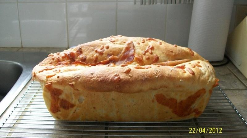 Pain aux oignons,fromage et bacon en M.A.P. Scoote15