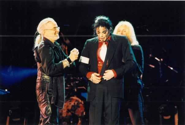 Michael Bush parla di MJ nel suo libro Mj_20010