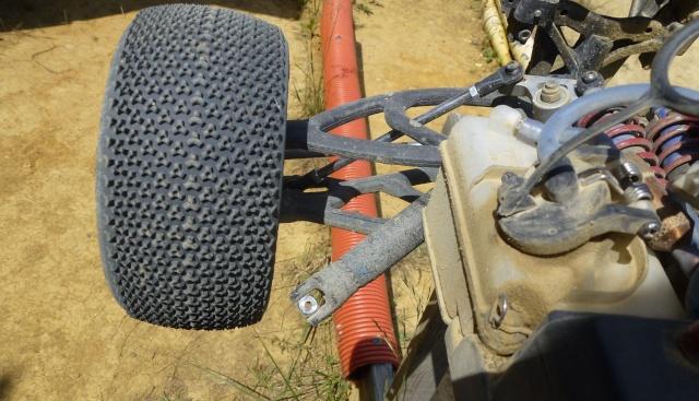 Réglages chassis pour piste TT lente avec nombreux virages - Page 9 P1010221