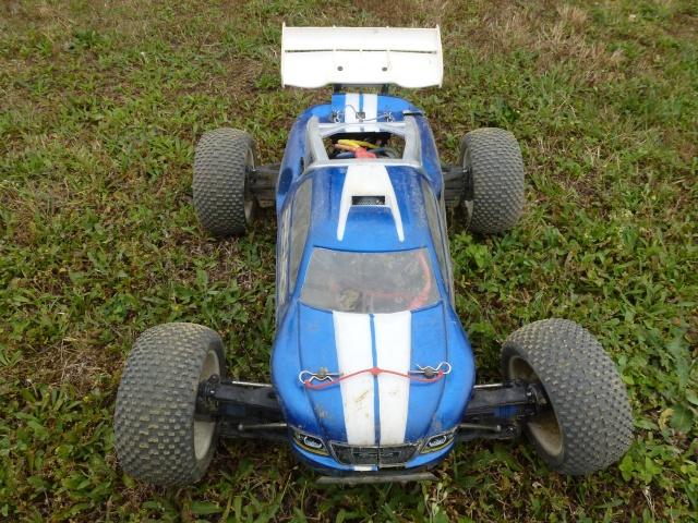 Réglages chassis pour piste TT lente avec nombreux virages - Page 9 P1010229