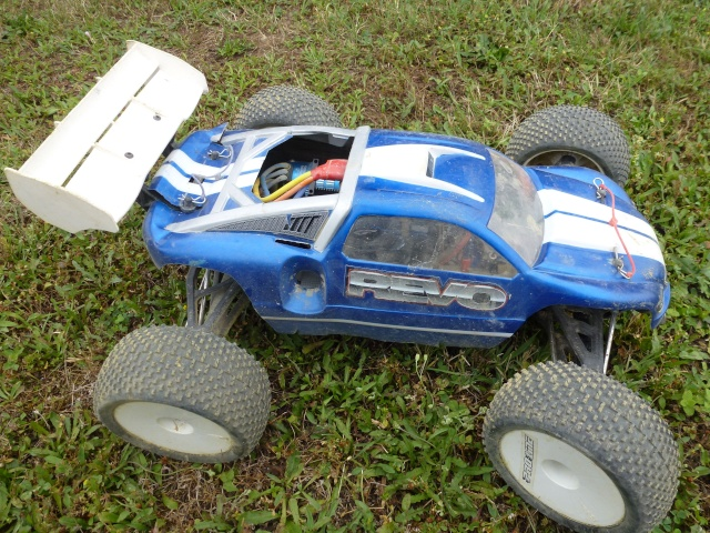 Réglages chassis pour piste TT lente avec nombreux virages - Page 9 P1010230