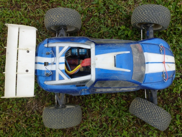 Réglages chassis pour piste TT lente avec nombreux virages - Page 9 P1010231