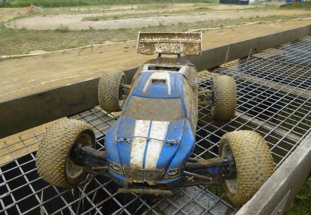 Réglages chassis pour piste TT lente avec nombreux virages - Page 10 P1010424