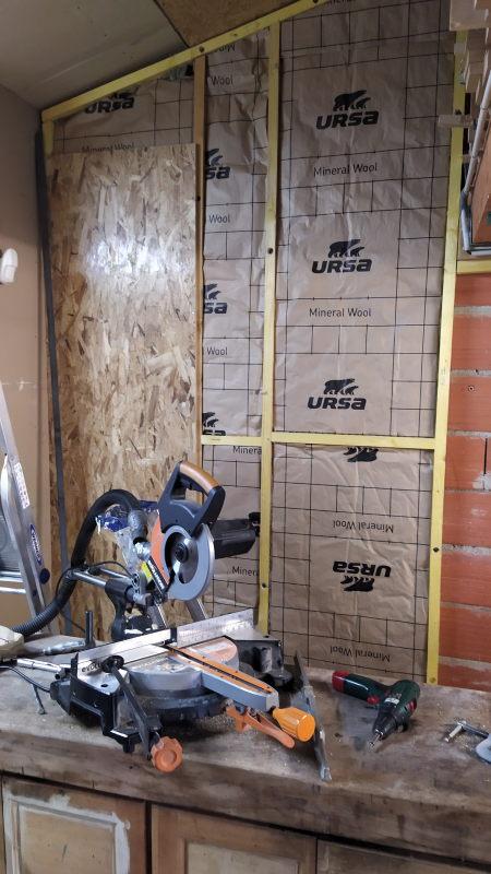 Aménagements dans l'atelier : isolation et rangement mural Img_2028