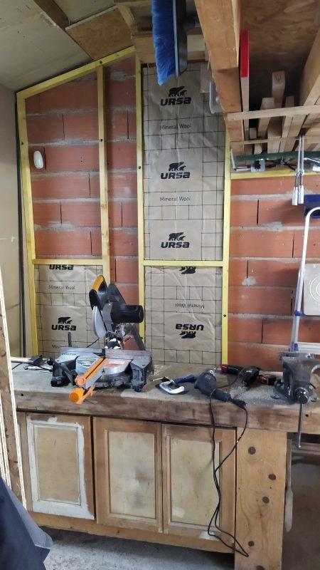 Aménagements dans l'atelier : isolation et rangement mural Img_2029