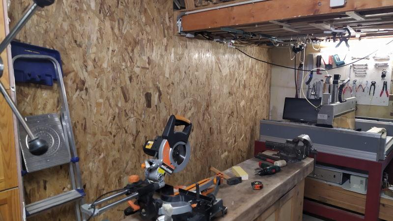 Aménagements dans l'atelier : isolation et rangement mural Img_2031