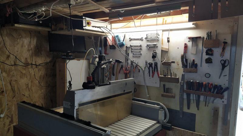 Aménagements dans l'atelier : isolation et rangement mural Img_2033