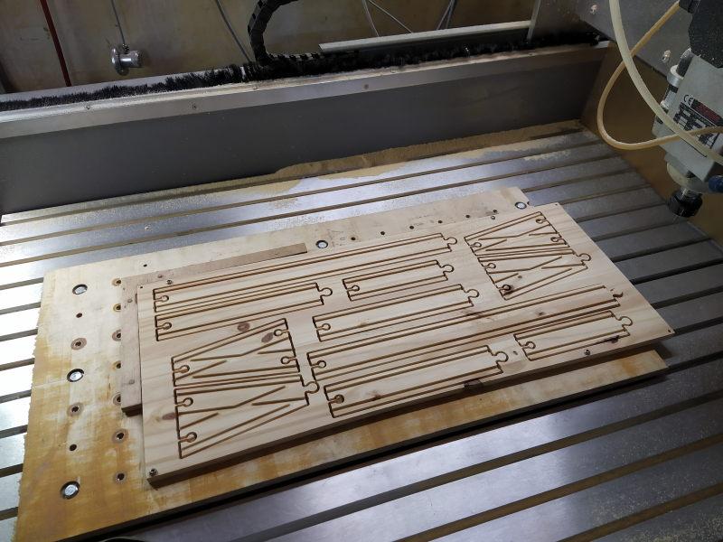 Loco « électrique » en 3D pour le train en bois BRIO - Page 2 Img_2056