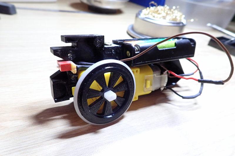 Loco « électrique » en 3D pour le train en bois BRIO - Page 2 Pc012010