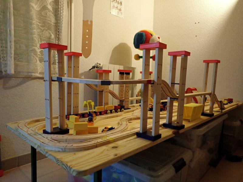 Loco « électrique » en 3D pour le train en bois BRIO - Page 2 Pc012011