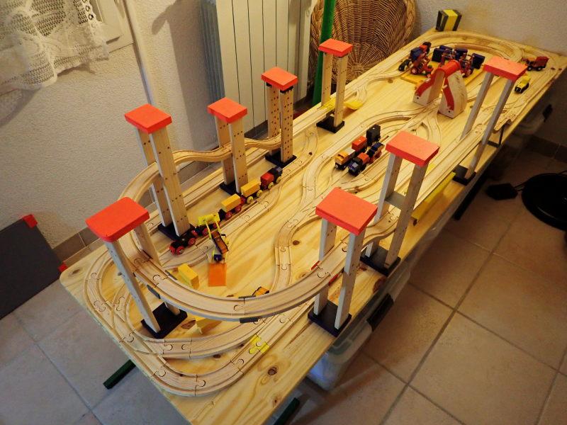 Loco « électrique » en 3D pour le train en bois BRIO - Page 2 Pc012012