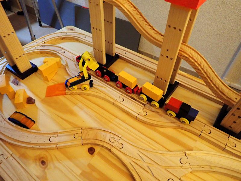 Loco « électrique » en 3D pour le train en bois BRIO - Page 2 Pc012013