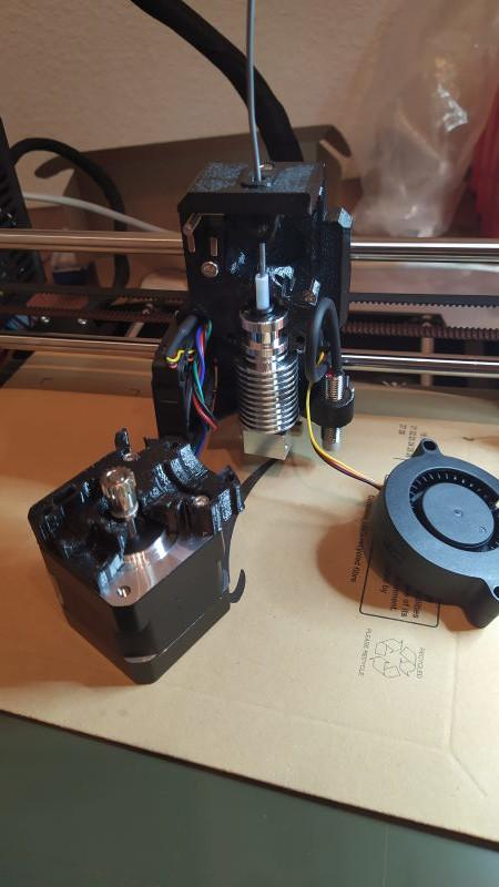 """Prusa MK3S. HELP, fil bloqué et message : """"appuyez sur le bouton pour décharger le filament"""" Prusa_13"""