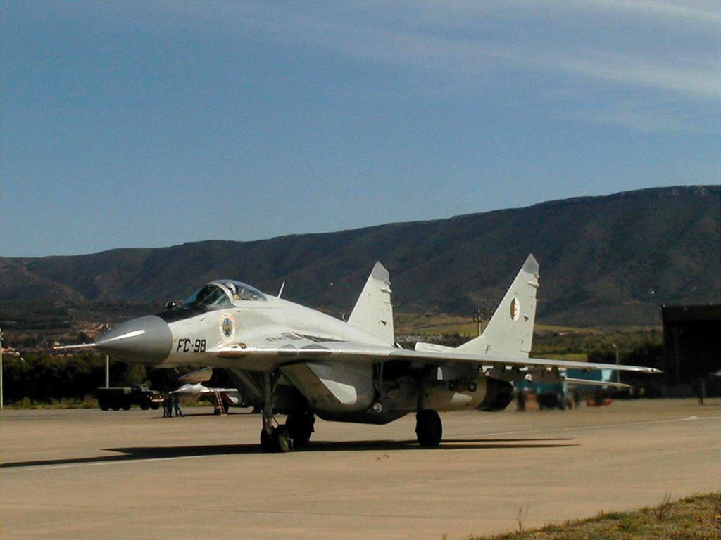 MiG-29s Fulcrum - Page 2 Yepq5610