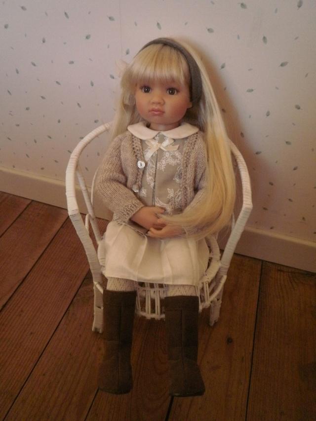 Nouvelle tenue pour la douce Louisa Pb242910