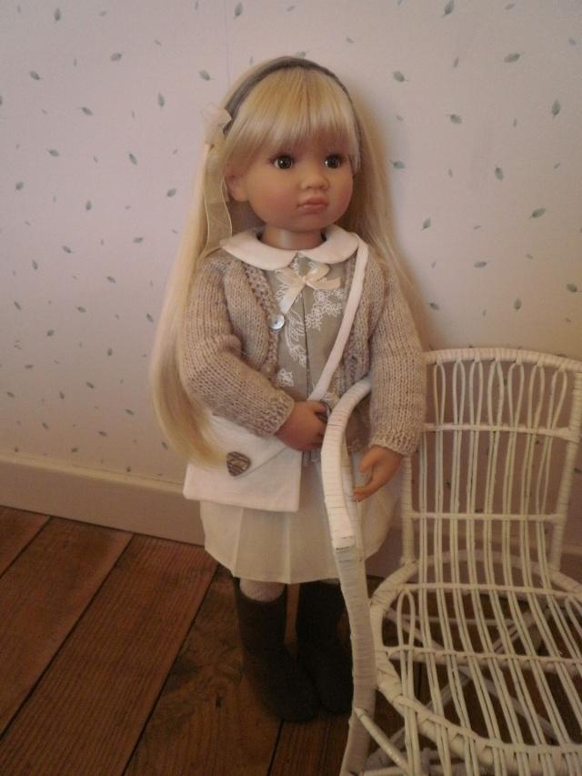 Nouvelle tenue pour la douce Louisa Pb242911
