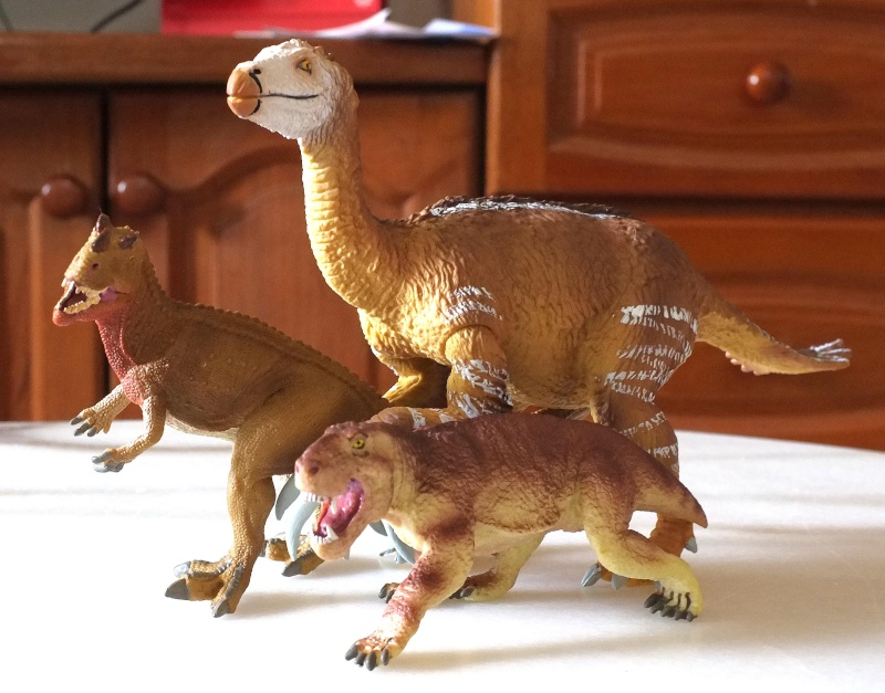 Therizinosaurus arrived Dscf0018