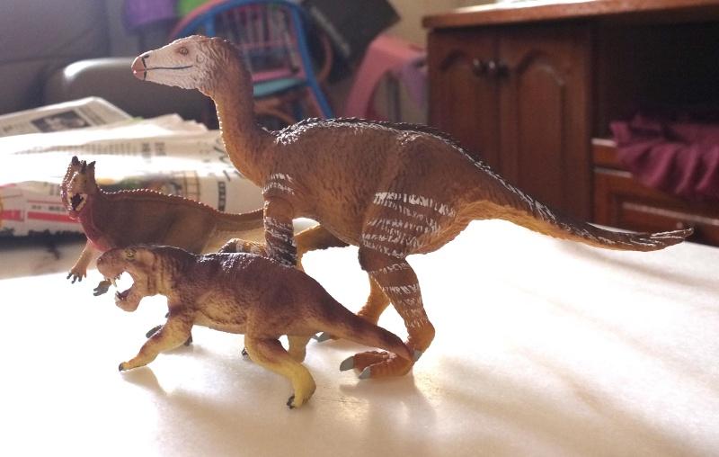 Therizinosaurus arrived Dscf0019