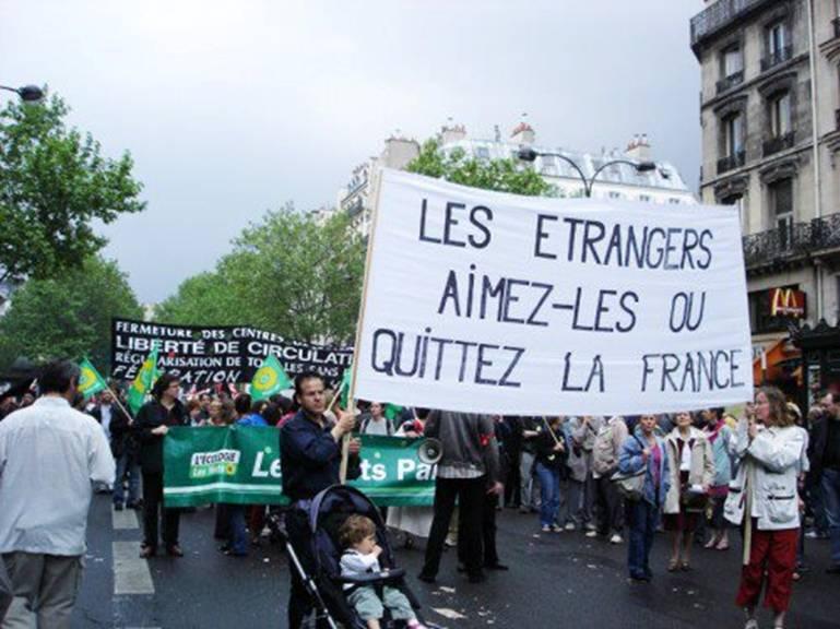 Vert de rouge ! Aimez les immigrés ou quitez la France ! Collab10