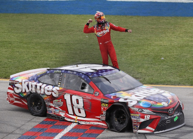 Monster Energy NASCAR Cup - Page 12 18070110