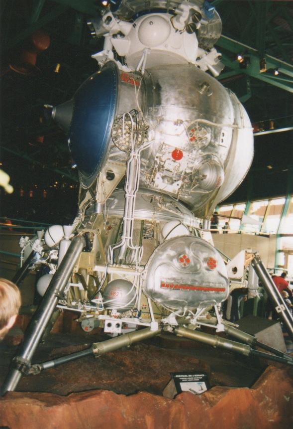 Apollo 18 et la maquette du LK de Souyouz 31 Lkdisn18