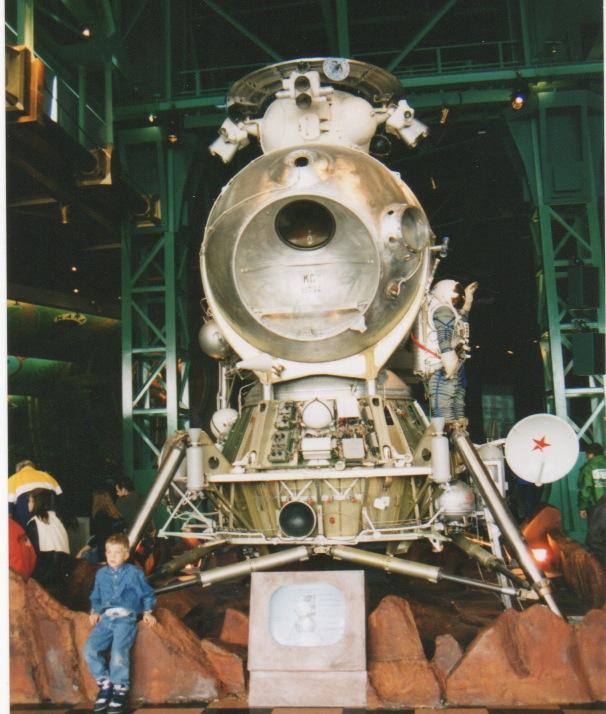 Apollo 18 et la maquette du LK de Souyouz 31 Lkdisn19
