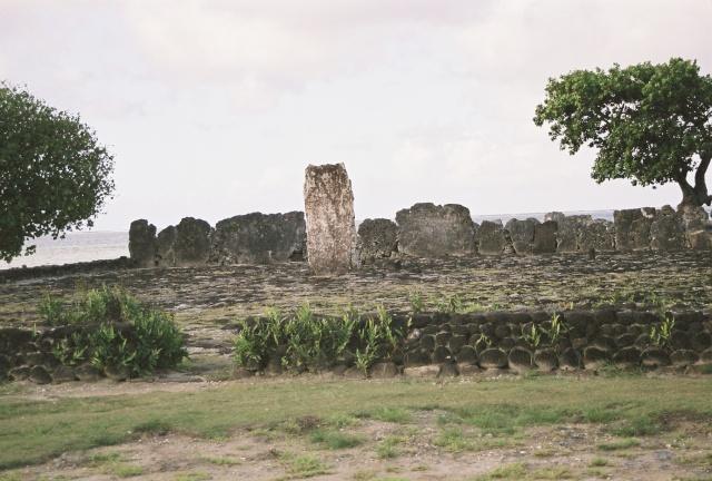 Monuments, gares, châteaux,... dans le monde - Page 6 Marae_10
