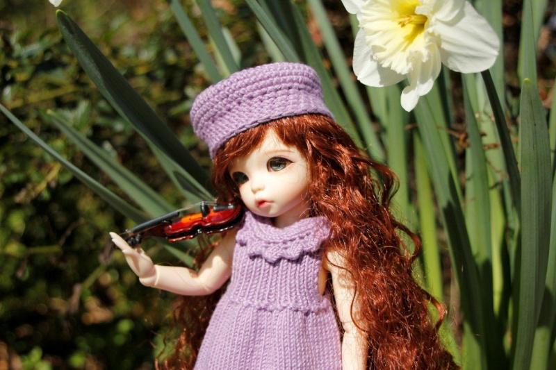 Une adorable petite en tenue guimauve Nadage24