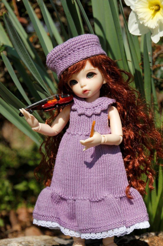 Une adorable petite en tenue guimauve Nagage10