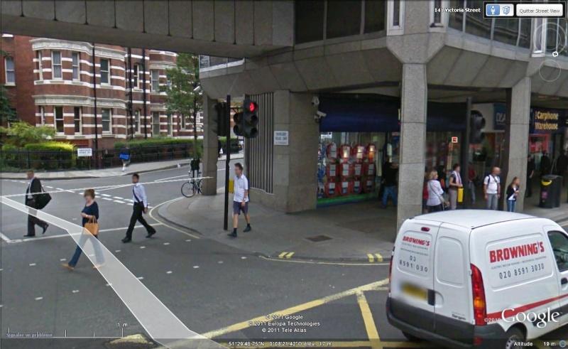 STREET VIEW : les gens en chaussettes noires ! - Page 19 Ch2410