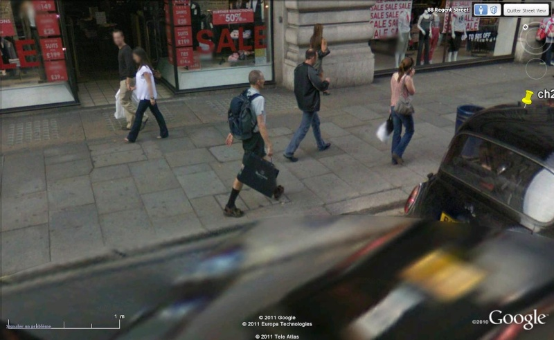 STREET VIEW : les gens en chaussettes noires ! - Page 19 Ch2710