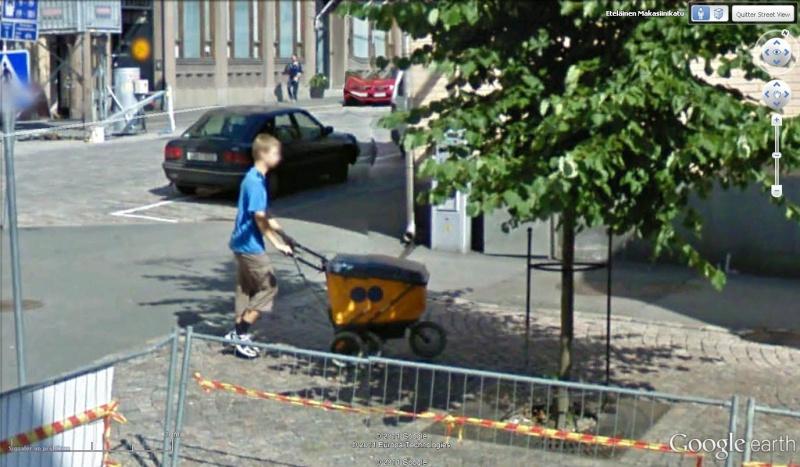 STREET VIEW : les gens en chaussettes noires ! - Page 19 Ch2810