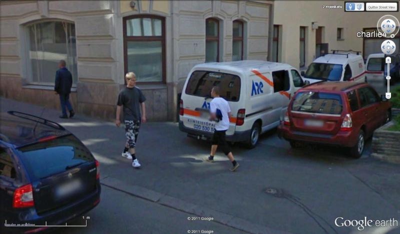 STREET VIEW : les gens en chaussettes noires ! - Page 19 Ch2910