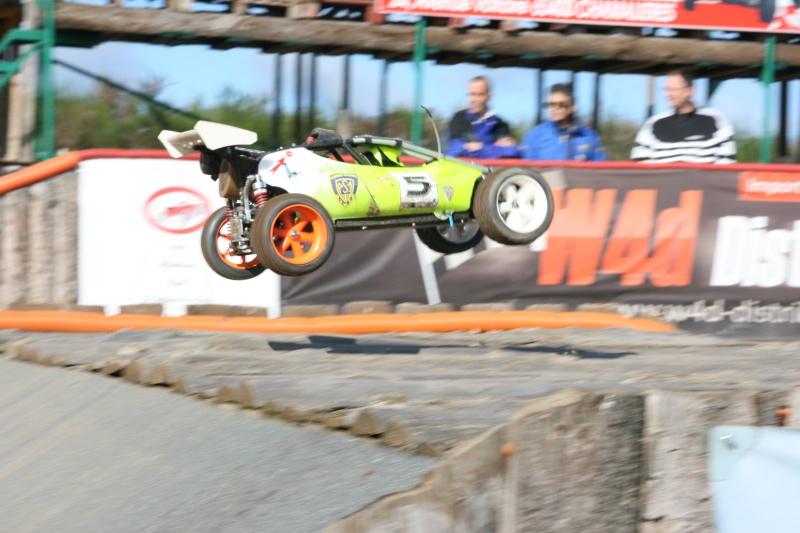 Course Ligue TT1/5 et 1/8 Brushless le 18/09/2011 à l'AMCH.  Img_9411