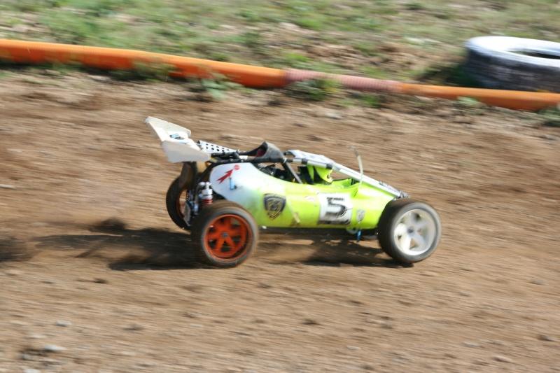 Course Ligue TT1/5 et 1/8 Brushless le 18/09/2011 à l'AMCH.  Img_9414
