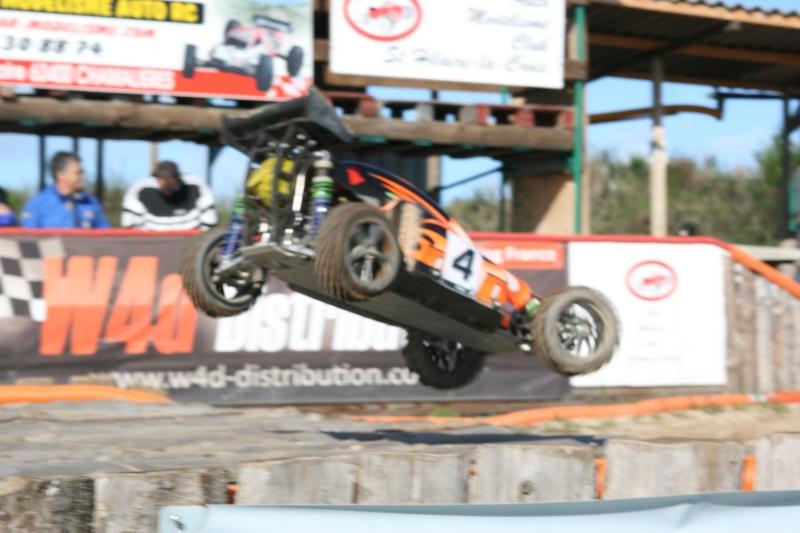 Course Ligue TT1/5 et 1/8 Brushless le 18/09/2011 à l'AMCH.  Img_9422