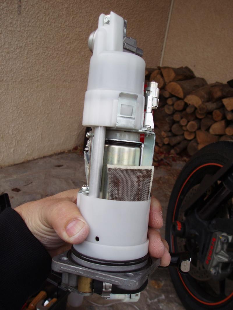 Discussions autour tuto démonter pompe à essence - Page 2 Pb080023