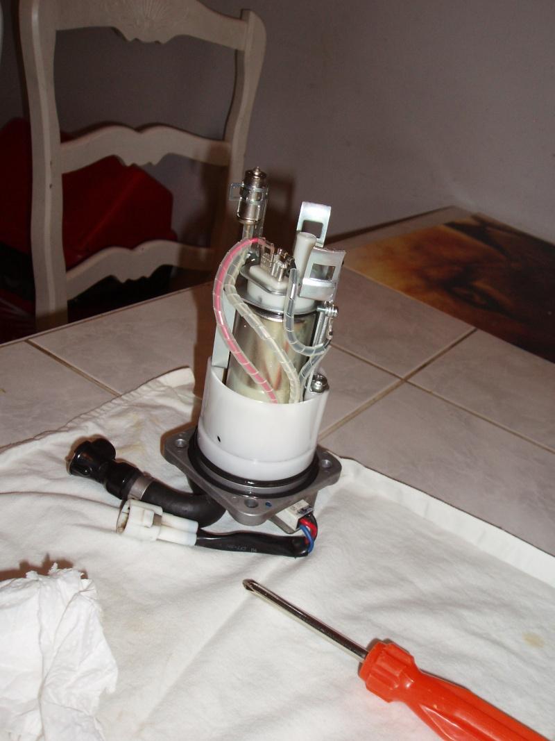Discussions autour tuto démonter pompe à essence - Page 2 Pb080031